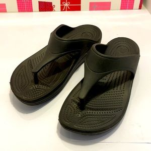 GentlyUsed CROCS  Black Women Sandals. Size: 9